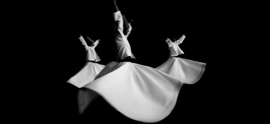 عوالم الإسلام على مائدة التصوف: أعمال أنّا ماري شيمل